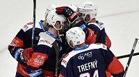 Hráči Chomutova se radují z gólu - ilustrační foto.
