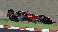 Pilot stáje formule 1 Marussia Timo Glock na okruhu v Suzuce.