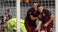 Fotbalisté Sparty Aleš Čermák (vlevo) a Mario Holek oslavují třetí gól během utkání s Interem Milán.