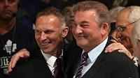 Dvě brankářské legendy Dominik Hašek (vlevo) a Vladislav Treťjak na ceremoniálu NHL v Torontu.