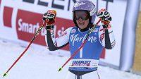 Francouzská lyžařka Tessa Worleyová slaví triumf v obřím slalomu SP v Kronplatzu.