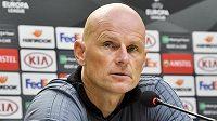 Trenér FC Kodaň Stale Solbakken před tréninkem na Slavii.