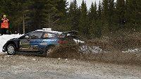 Švédskou rallye vede po první etapě finský pilot Teemu Suninen s fordem.