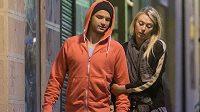 Tenisový pár Grigor Dimitrov a Maria Šarapovová při noční procházce Madridem.