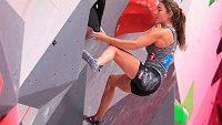 Rakouská sportovní lezkyně Johanna Färberová v akci.