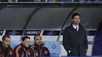 Portugalský trenér André Villas-Boas (vpravo) na lavičce Chelsea.