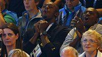 Usain Bolt netbalový zápas Jamajčanek proti Novému Zélandu hodně prožíval.