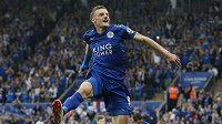 Jamie Vardy oslavuje gól do sítě Evertonu