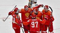Hokejisté Ruska se radují z branky