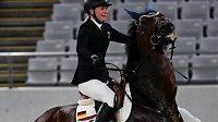 Německá moderní pětibojařka Annika Schleuová v olympijské soutěži v Tokiu.