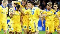 Fotbalisté BATE Borisov se radují z postupu v předkole Ligy mistrů.