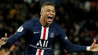 Fotbalista Paris St Germain Kylian Mbappé se raduje z gólu proti Dijonu.