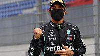 Lewis Hamilton se raduje ze zaslouženého trimfu ve Velké ceně Štýrska.