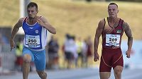 Jan Veleba (vpravo) z Dukly Praha časem 10,16 vyrovnal český rekord v běhu na 100 m.