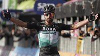 Cíl 10. etapy Giro d´Italia. Na pásce je první Slovák Peter Sagan.