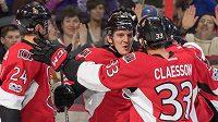 Hokejisté Ottawy se radují ze vstřeleného gólu - ilustrační foto.