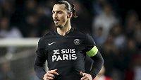 """Zlatan Ibrahimovic s nápisem na dresu """"Je Suis Paris"""", neboli """"Já jsem Paříž"""" k uctění památky obětí teroristického útoku ve francouzské metropoli."""
