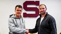 Ville Koistinen se sportovním ředitelem Sparty Petrem Tonem.