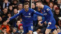 Jorginho (vpravo) slaví vítězný gól Chelsea, s gratulací k němu spěchá přihrávající Eden Hazard.