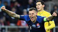 Kapitán Slováků Martin Škrtel nadšeně slaví třetí gól v síti Ukrajiny.