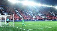 Choreo v podání fanoušků Slavie během utkání Ligy mistrů s Dortmundem