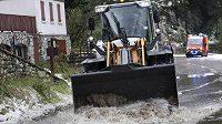 Devatenáctá etapa Tour de France byla kvůli nepřízni počasí ukončena