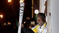 Před necelými dvěma týdny držel Pelé olympijskou pochodeň v Santosu, slavnostního zahájení v Riu de Janeiro se ale nezúčastní.