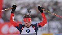 Ruský biatlonista Anton Šipulin vyhrál sprint Světového poháru v Pokljuce.
