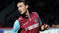 Andy Carroll už je hráčem West Hamu.