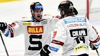 Zleva Erik Thorell a Filip Chlapík ze Sparty se radují z gólu.