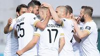 Fotbalisté Příbrami Karel Soldát, Jan Matoušek, Jan Rezek a Antonín Fantiš oslavují gól