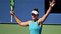 Jennifer Bradyová se raduje z postupu do semifinále US Open