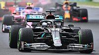 Lewis Hamilton start do Velké ceny Maďarska zvládl.