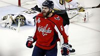 Obránce Washingtonu Michal Kempný se raduje ze své branky ve čtvrtém utkání finálové série play off NHL proti Vegas.