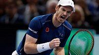 Vítězné gesto Andyho Murrayho, novopečené světové tenisové jedničky.