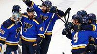 Hokejisté st. Louis se radují z postupu do finále NHL.