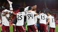 Fotbalisté Arsenalu se radují z postupu přes Liverpool