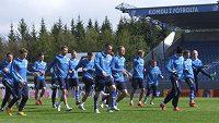 Fotbalisté Islandu během tréninku před zápasem s Českem.