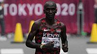 Keňský světový rekordman Eliud Kipchoge na trati olympijského maratonu.