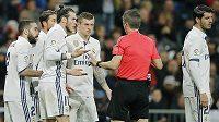 Fotbalista Realu Madrid Gareth Bale viděl v ligovém utkání proti Las Palmas červenou kartu. Na rozhodčího byl hodně naštvaný.
