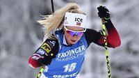 Norka Tiril Eckhoffová si jede pro triumf ve sprintu v německém Oberhofu.