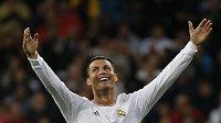 Cristiano Ronaldo slaví svůj druhý gól proti Pamploně.