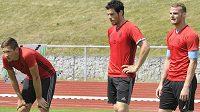 Fotbalisté Mladé Boleslavi zahájili přípravu na sezónu. Na snímku jsou zleva Lukáš Železník, Jakub Rada a Lukáš Pauschek.