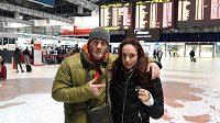 Je po páté ráno a Lucie Pudulilová a trenér Ladislav Erdélyi jsou připraveni na odlet do USA na zápas s Američankou Justine Kishovou.