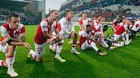 Fotbalisté Slavie po vítězném zápase v Olomouci