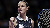 Karolína Plíšková slaví vítězství v prvním setu v zápase s Ashleigh Bartyovou