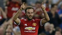 Záložník Manchesteru United Juan Mata.