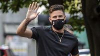 Olivier Giroud podle očekávání přestoupil z Chelsea do AC Milán