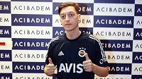 Německý fotbalista Mesut Özil úspěšně prošel lékařskou prohlídkou ve Fenerbahce Istanbul.