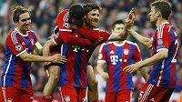 Radost fotbalistů Bayernu Mnichov. Uprostřed Xabi Alonso, střelec šestého gólu v utkání s Portem.